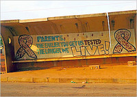 Aufruf zum Aidstest: »Parents – The earlier you get us testet the longer we live!« (»Eltern – je früher ihr uns testen lasst, desto länger leben wir!«).